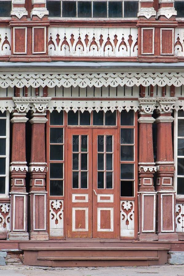 De houten voorgevelbouw De voordeur van de zomerclub van de Edele Assemblage, Ryazan, 1905 Rusland royalty-vrije stock afbeelding