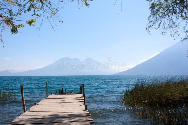 De houten weg San Marcos La Laguna Guatemala van meeratitlan royalty-vrije stock afbeelding