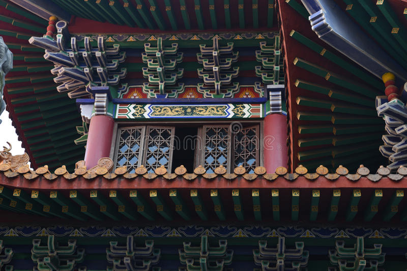 De houten zolderkamer van een Chinees historisch gebouw royalty-vrije stock afbeeldingen