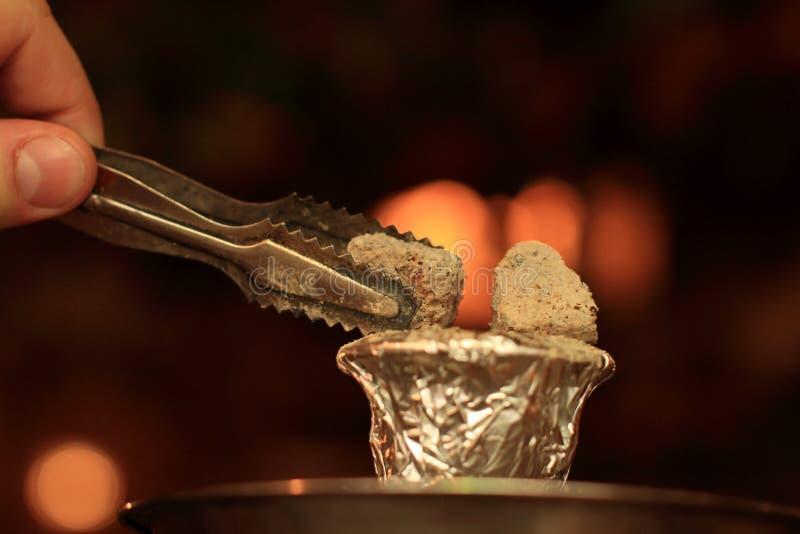 De houtskool voor shisha stock foto