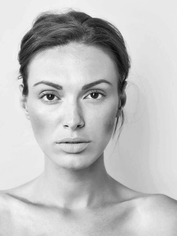 De huidproblemen zijn geen probleem Jonge mooie vrouw stock fotografie