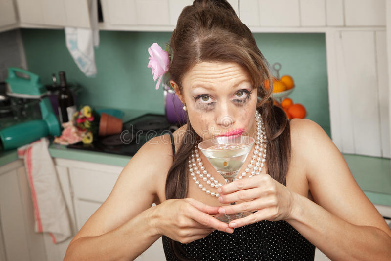 De huilende Vrouw heeft een Drank royalty-vrije stock afbeeldingen