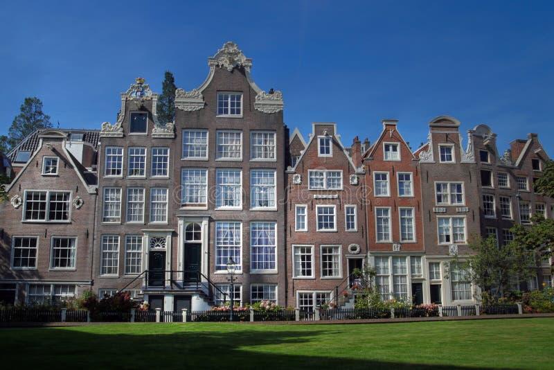 De huizen van Begijnhof in Amsterdam, Nederland royalty-vrije stock foto