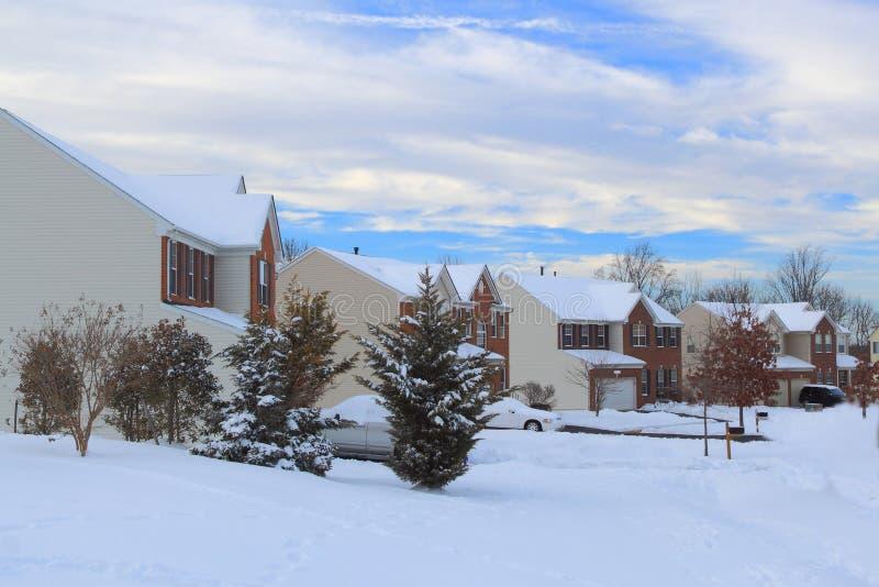 De Huizen van de de wintersneeuw royalty-vrije stock afbeelding