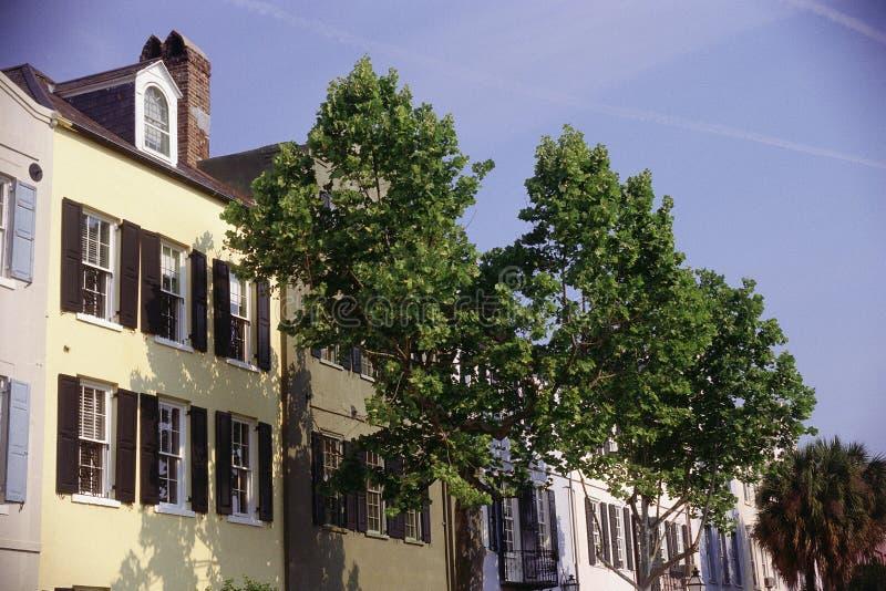 De huizen van de rij stock afbeeldingen