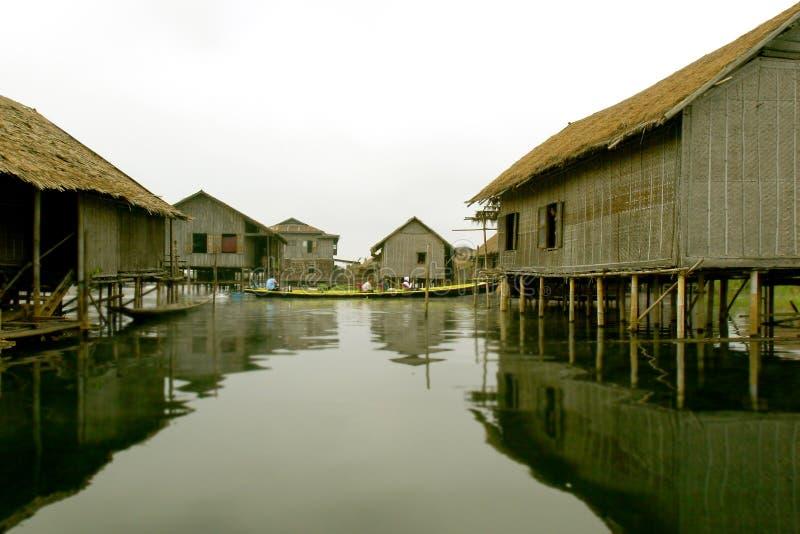 De huizen van de stelt op meer stock afbeeldingen