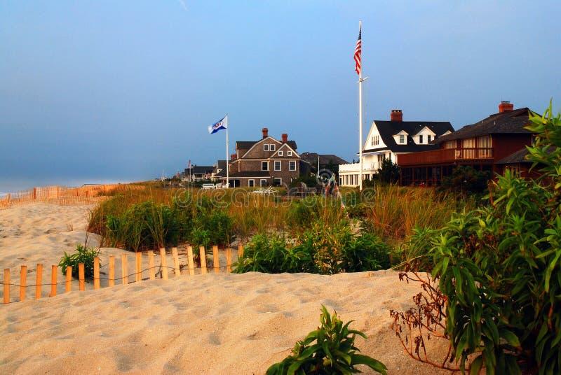 De huizen van de zomeroceanfront stock foto