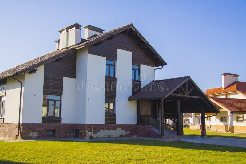 De huizen van het luxelandgoed stock afbeelding
