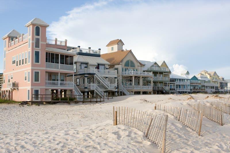 De Huizen van het Strand van de luxe royalty-vrije stock afbeelding