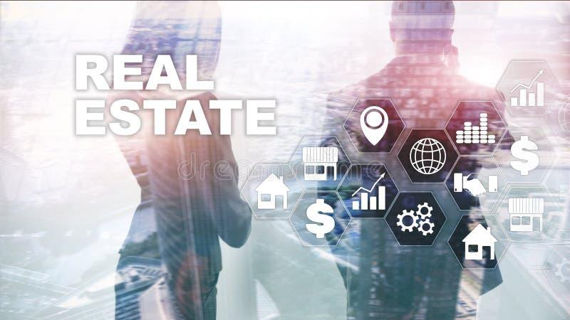 De huizen van onroerende goederen?, Vlakten voor verkoop of voor huur Bezitsverzekering en veiligheidsconcept Abstracte bedrijfsa royalty-vrije stock afbeeldingen