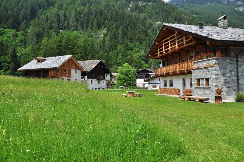 De huizen van Walser in Gressoney, Aosta Vallei, Italië royalty-vrije stock foto's
