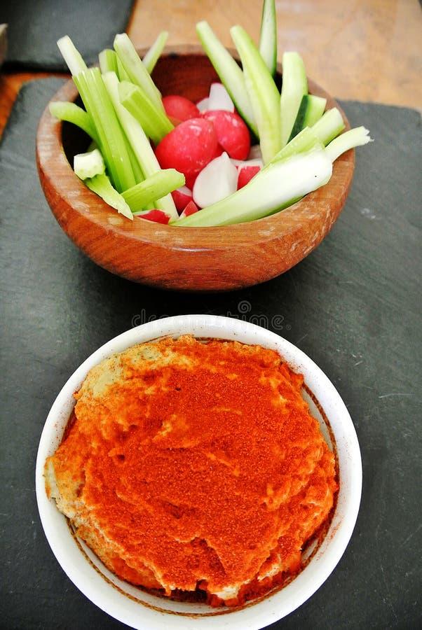 De Humus en de groente stock afbeelding