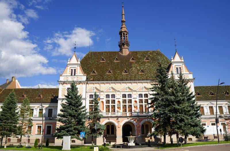 De Hunedoara-Prefectuur van de Provincie is een mooi die gebouw in Deva-stad, in de 19de eeuw, in een recente eclectische stijl w stock foto