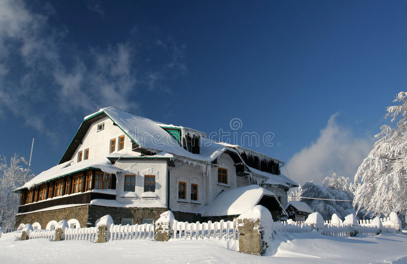 De hut van het chalet royalty-vrije stock afbeelding