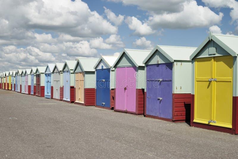 De hutten van het strand. Gehesen. Sussex. Engeland stock afbeeldingen
