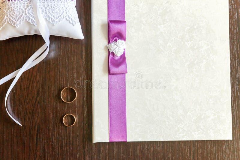 De huwelijkstoebehoren sluiten omhoog stock afbeeldingen