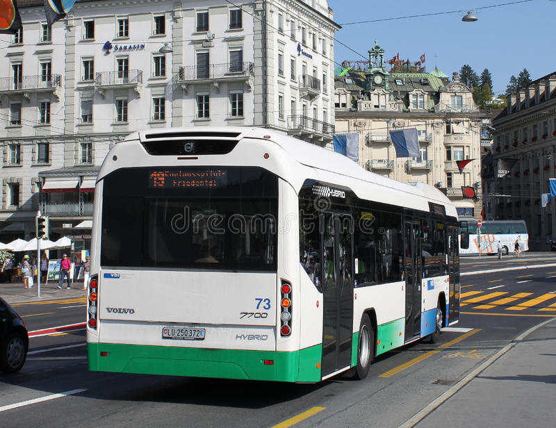 De hybride Bus van Volvo in Luzerne, Zwitserland. royalty-vrije stock foto