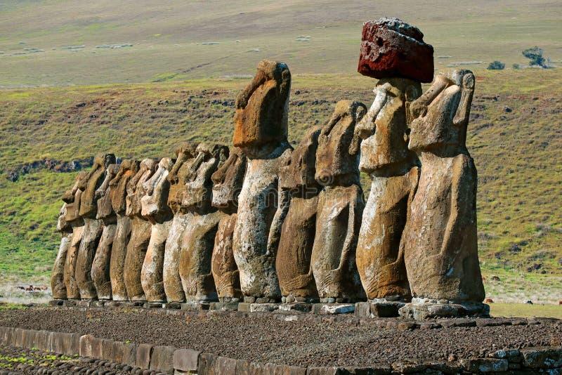 De Iconic femton Moai statyerna av Ahu Tongariki den ceremoniella plattformen, arkeologisk plats på påskön, Chile arkivfoton