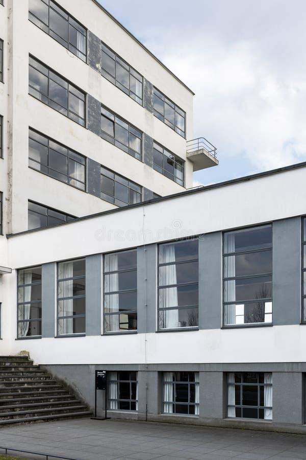 De iconische bouw van de Bauhauskunstacademie in Dessau, Duitsland stock fotografie
