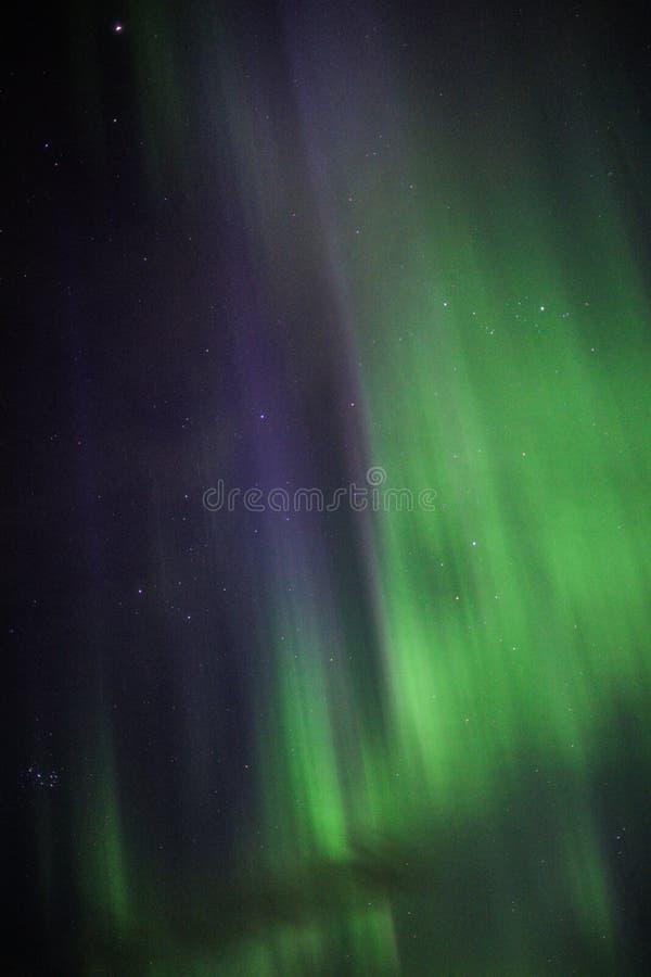 De Iconische Noordelijke Lichten boven IJsland stock foto's