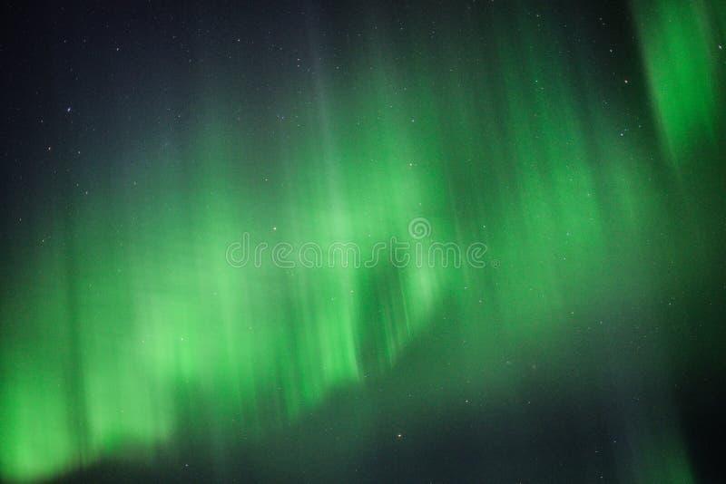 De Iconische Noordelijke Lichten boven IJsland royalty-vrije stock afbeelding