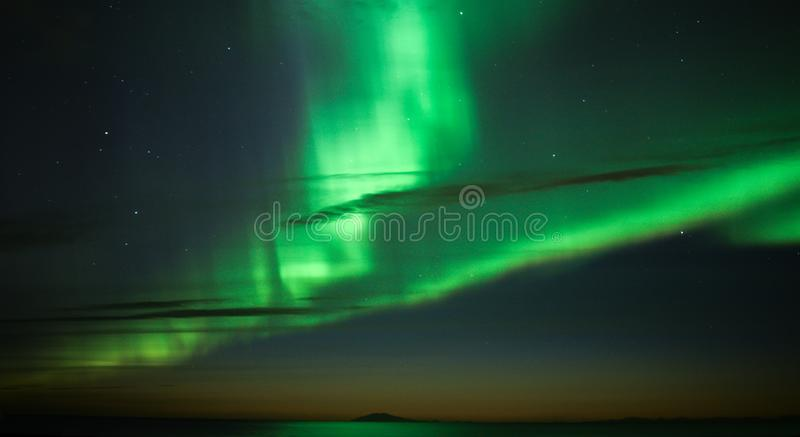 De Iconische Noordelijke Lichten boven IJsland royalty-vrije stock foto's