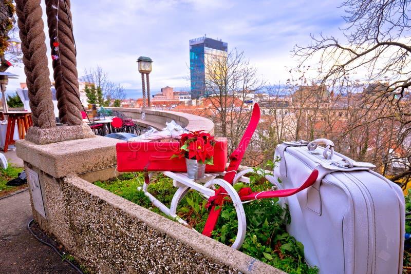 De idyllische markt van de stadskerstmis van Zagreb hogere stock foto