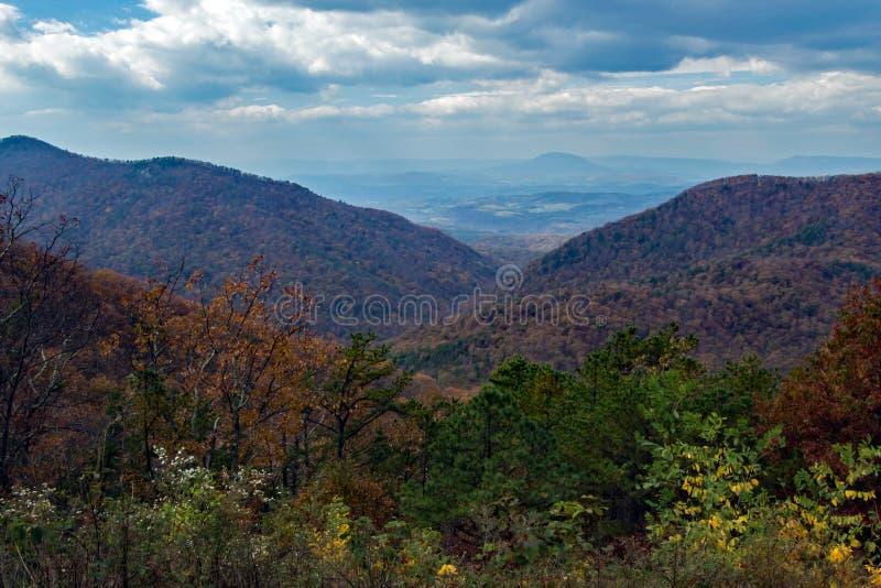 De Ierse Kreekvallei overziet - Blauw Ridge Mountains van Virginia, de V.S. stock foto's