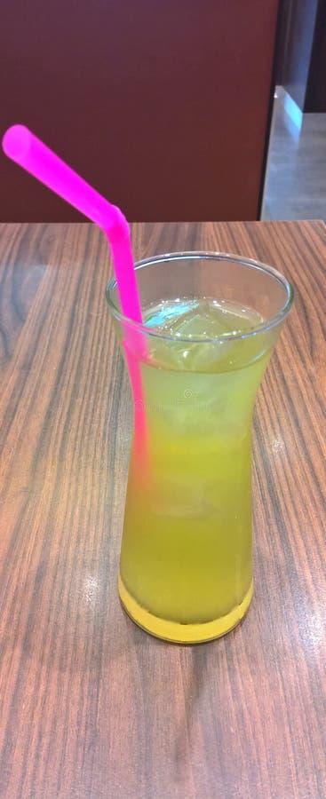 Is de ijs groene thee klaar te drinken stock afbeelding