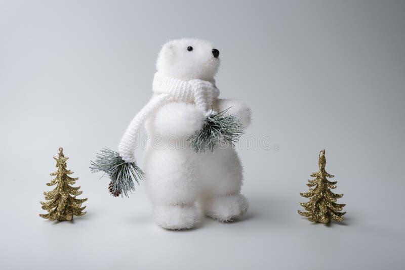 De ijsbeerwinter, Kerstmisdecoratie op witte achtergrond stock fotografie