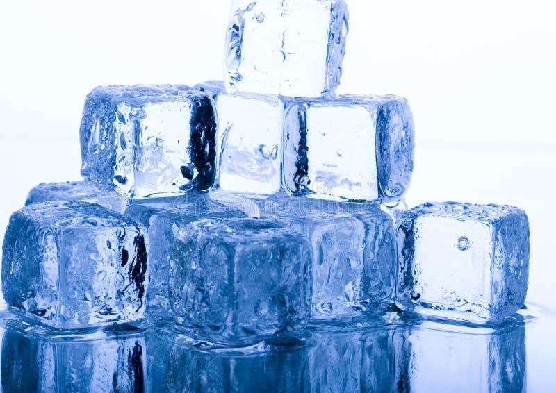 De ijsblokjes van kristallen royalty-vrije stock afbeelding