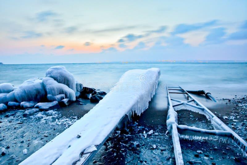 De ijzige Schuif van de Pijler en van de Boot stock afbeelding