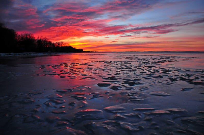 De ijzige zonsondergang van meerbalaton royalty-vrije stock afbeelding