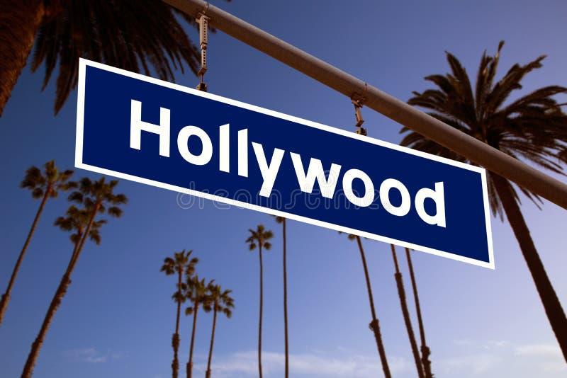 De illustratie van het Hollywoodteken over La-Palmen stock afbeelding