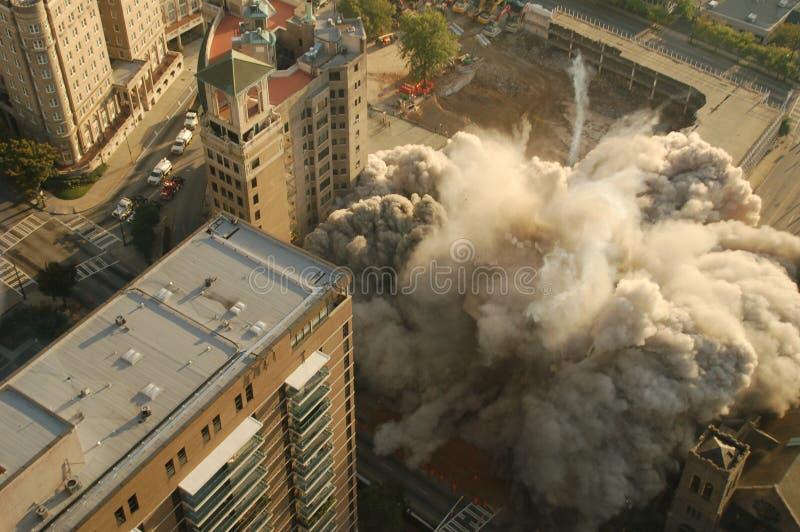 De Implosie van de bouw stock foto