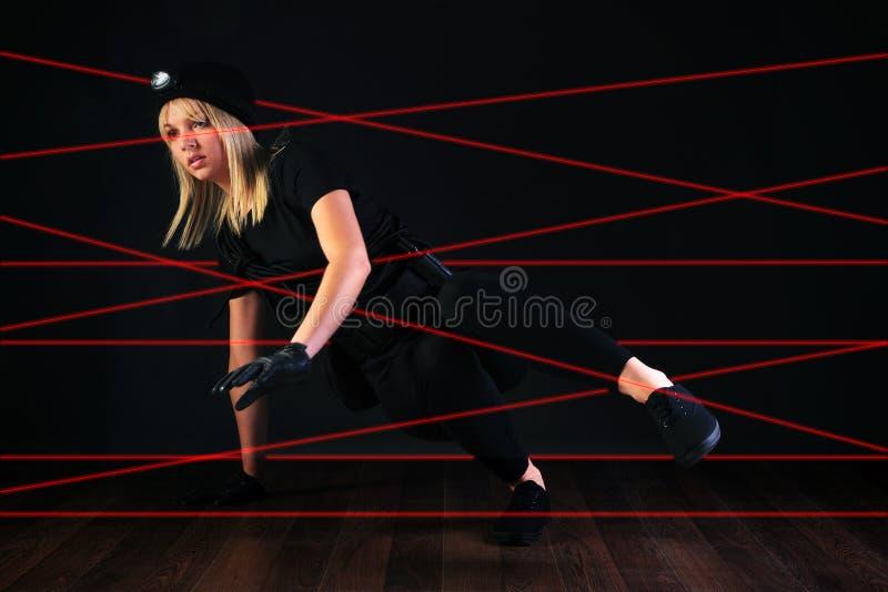De inbreker van de kat het onderhandelen het systeem van het laserstraalalarm stock afbeeldingen