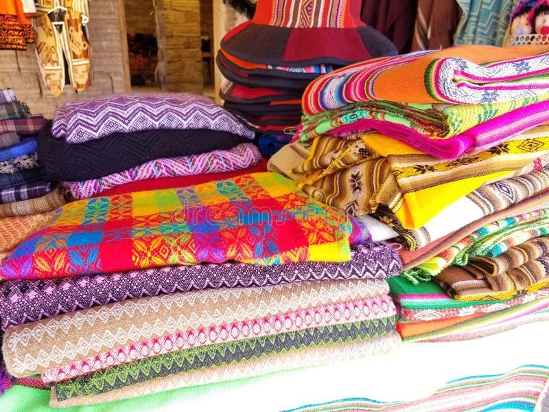 De Indische geweven stoffen van Zuid-Amerika Kleurrijke met de hand gemaakte inheemse dekens royalty-vrije stock foto's