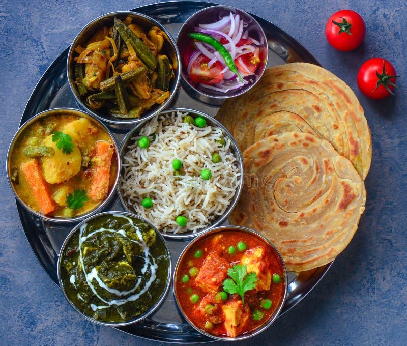 De Indische maaltijd van punjabi vegetarische thaali stock foto