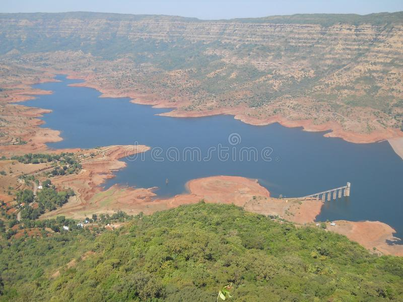 De Indische mening van de heuvelpost met berg en rivier stock afbeeldingen