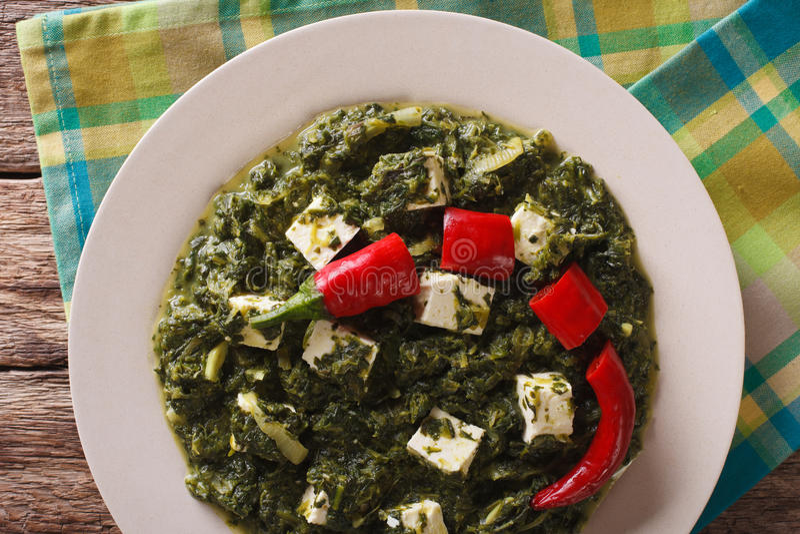 De Indische Spinazie van Palak Paneer met kaas en kruidenclose-up Hor stock foto's