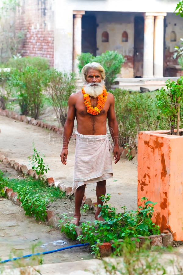 De Indische yogi Baba Ramis begaat riten heilige rituelen India, Anor, royalty-vrije stock fotografie