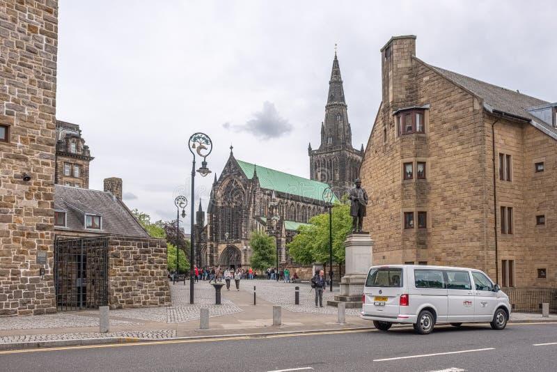 De indrukwekkende Oude architectuur van Glasgow met St Mungo Museum van het Godsdienstige Leven in Kasteelstraat en Glasgow Cathe royalty-vrije stock afbeelding