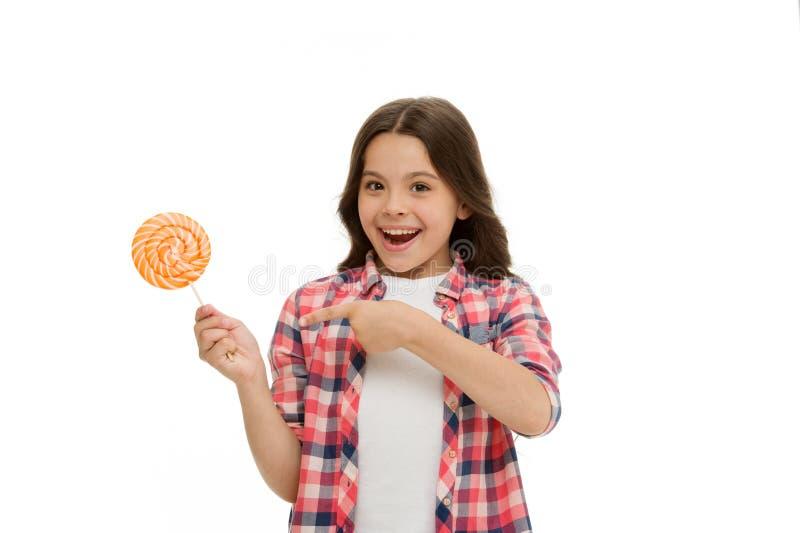 De indrukwekkende voeding van de feitensuiker Meisjeskind het glimlachen houdt lollysuikergoed Het meisjesjonge geitje met lolly  royalty-vrije stock foto