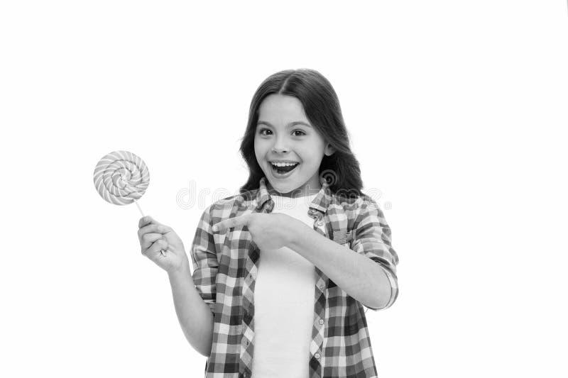 De indrukwekkende voeding van de feitensuiker Meisjeskind het glimlachen houdt lollysuikergoed Het meisjesjonge geitje met lolly  stock foto's