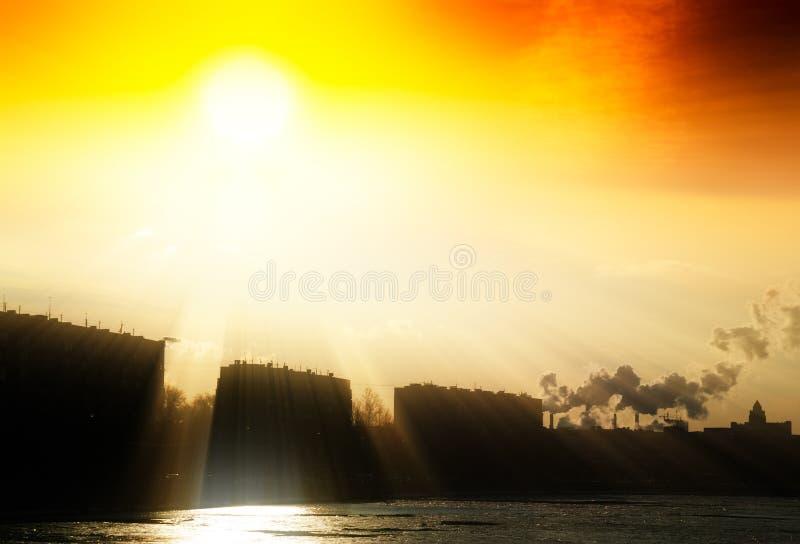 De industriële achtergrond van het stads lichte lek stock foto