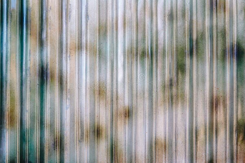 De industriële die bouw muur van golfmetaalblad wordt gemaakt, vlakke achtergrondfototextuur royalty-vrije stock fotografie