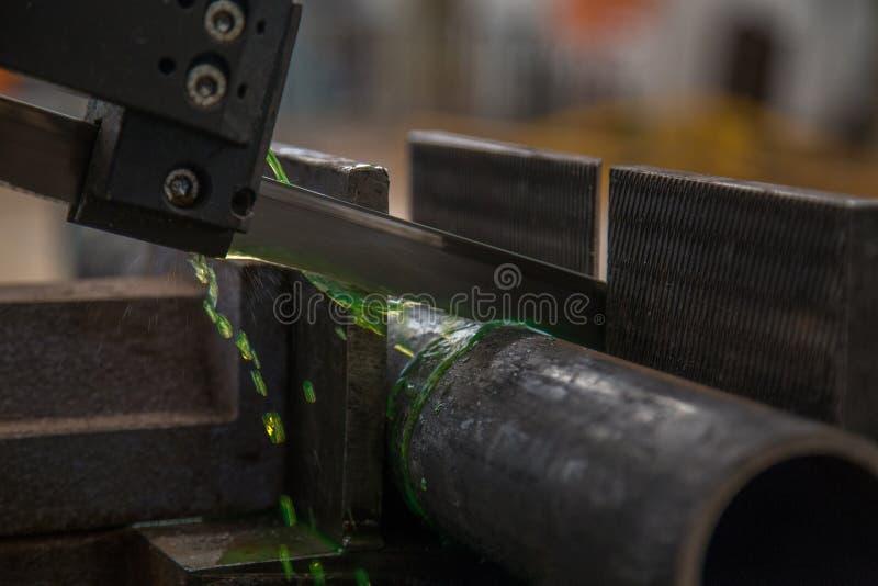 De industriële machine van de besnoeiingsbuis stock afbeelding
