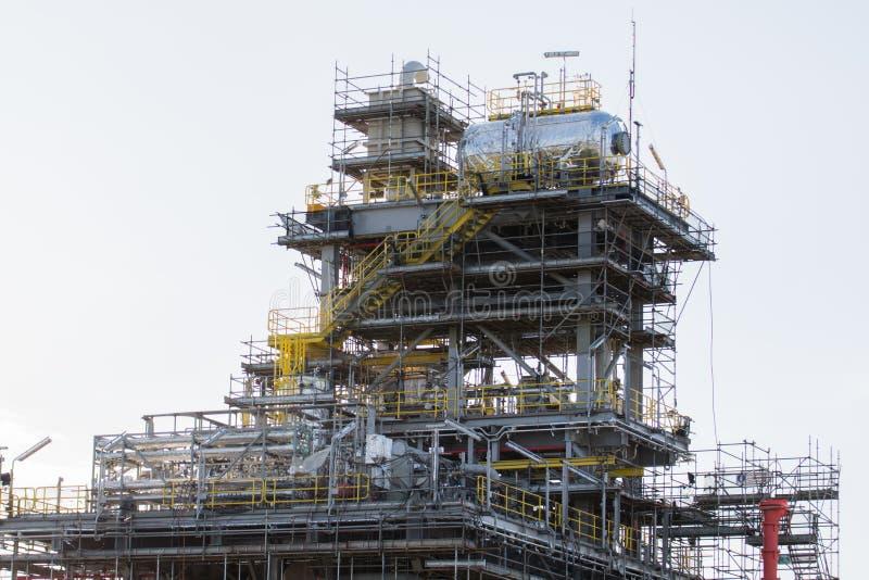 De industriekraan en bouwconstructie royalty-vrije stock afbeeldingen
