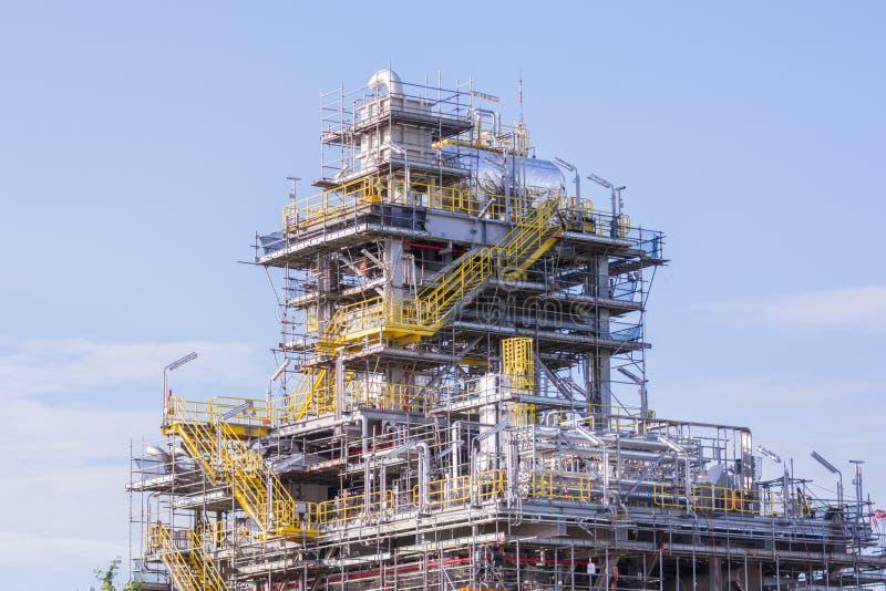 De industriekraan en bouwconstructie stock foto