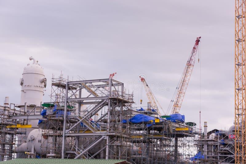 De industriekraan en bouwconstructie royalty-vrije stock afbeelding